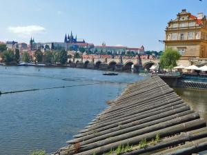 Reka Vltava i Karlov most