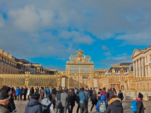 Queue of people in front of Versailles Palace