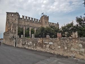 Tori del Benako zamak na jezeru Garda