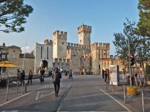 Mesto Sirmione na jezeru Garda