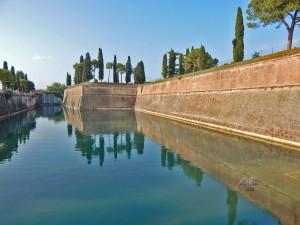 Prelepa tvrđava u mestu Peskiera del Garda