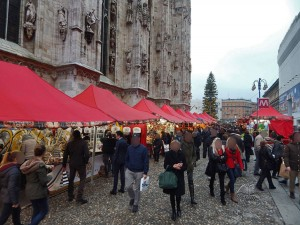 Božićna pijaca pored Duomo katedrale