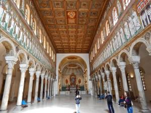 Unutrašnjost Nove bazilike Sant Apollinare u Raveni
