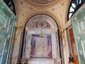 Uljana lampa iznad Danteove grobnice