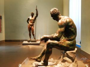 Antiča rimska statua bokser na odmoru