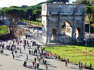 Pogled sa Koloseuma u Rimu