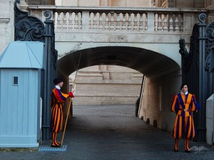 Swiss guard in front of the basilica