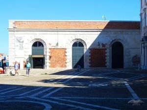 Punta della Dogana, ulaz u galeriju