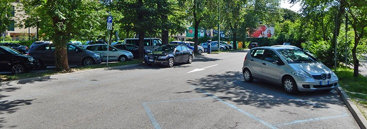 Parking u ulici Einaudi u Mestre
