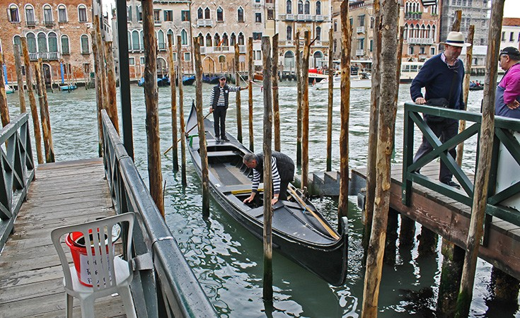 Jeftina vožnja gondolom u Veneciji