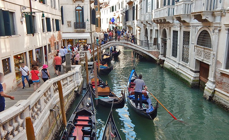 Venecijanske gondole i gondolieri