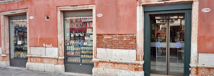 Despar supermarket near Rialto Bridge