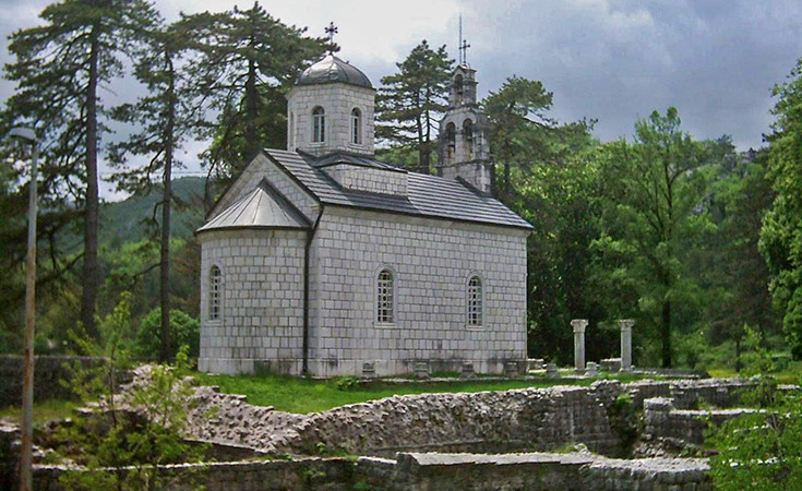 Dvorska crkva na Ćipuru