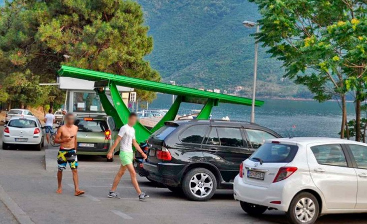 Parking in Perast