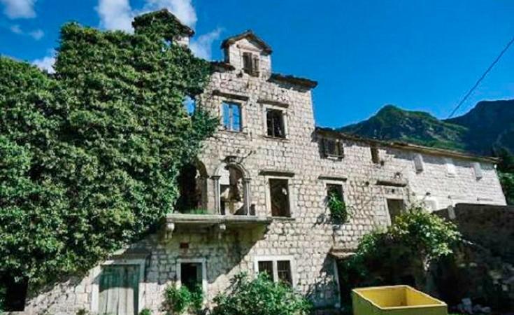 Ivelic Palace