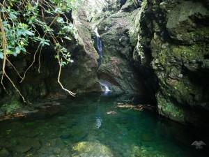 Jedan od mnogobrojnih malih vodopada duž staze