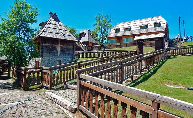 Drvengrad na Mokroj Gori