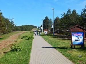 Staza koja vodi do spomenika streljanim partizanima